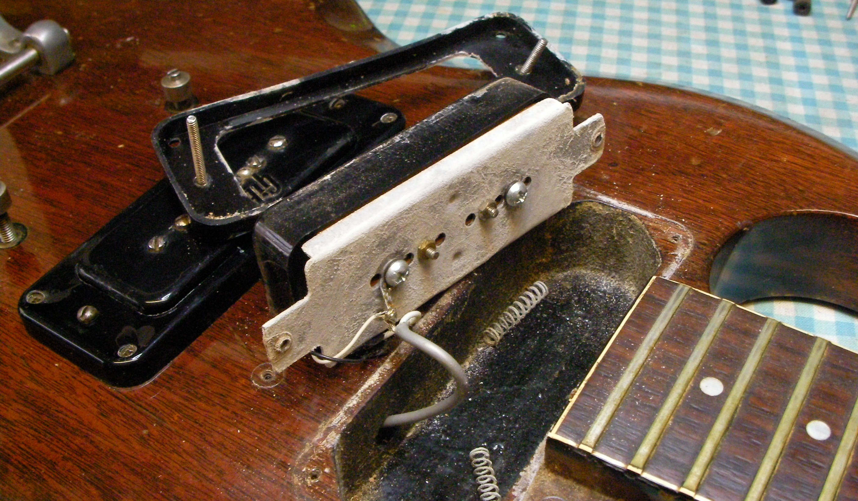 how to clean gibson acoustic fretboard